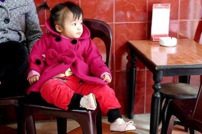 ハノイのカフェにいた赤ちゃん.jpg